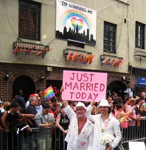 StonewallInn2013GayParade